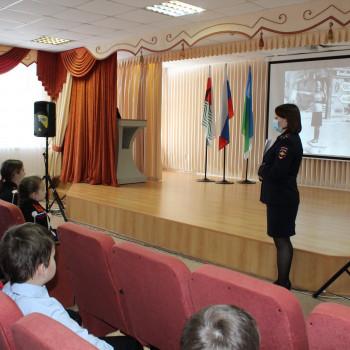 Полицейские Нефтеюганского района рассказали школьникам о работе советской милиции в годы Великой Отечественной войны.